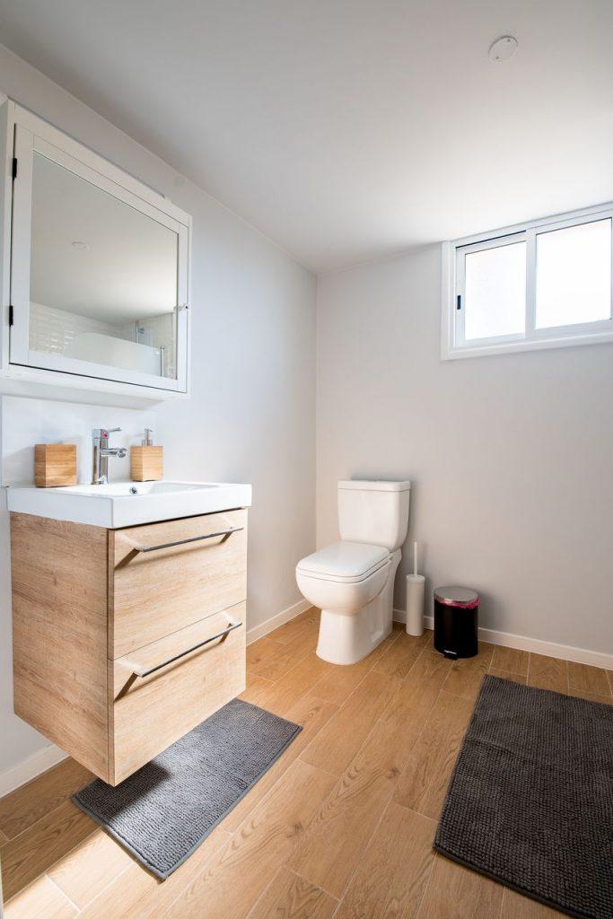 Jak Dbać O Drewnianą Podłogę W łazience Rewolucja W łazience